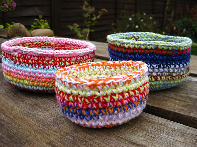 Crochet Yarn Bowl : here is my photo tutorial for crocheting a bowl like the ones above.