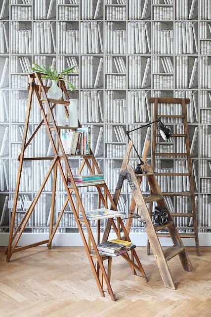 Einrichten zwischen Mid-Century Design und Retro – in Weiß und hellem Holzboden ein leichtes Spiel