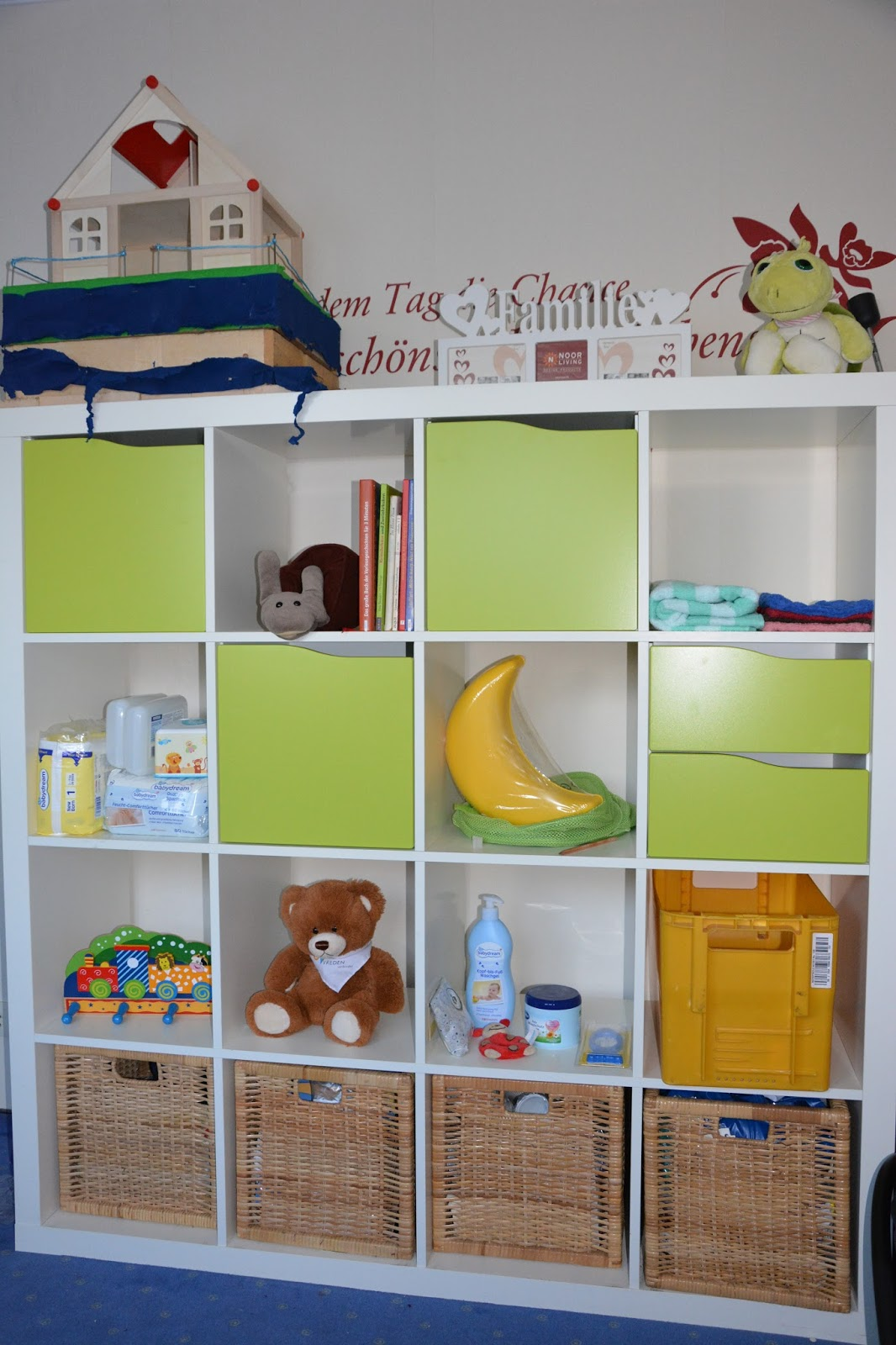 Ikea regal kallax kinderzimmer for Kinderzimmer sitzbank