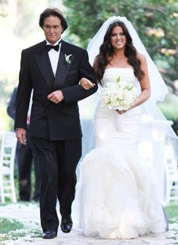 Bruce escorts Khloe to her wedding