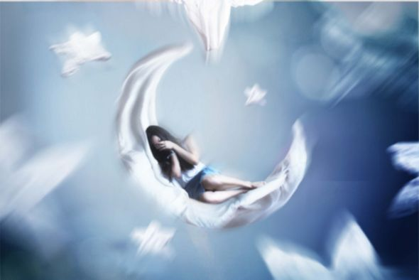 Kylie Woon fotografia photoshop surreal solidão melancolia Lua