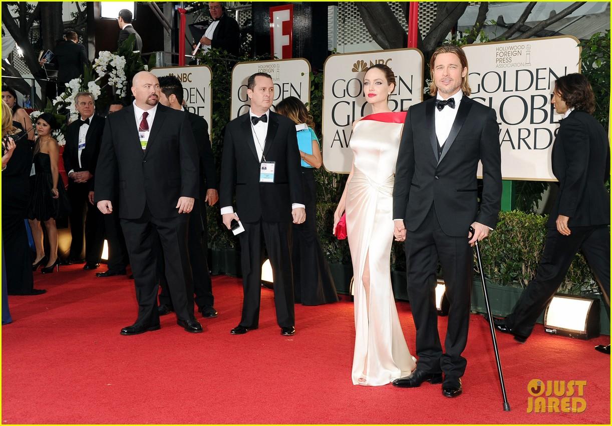 http://1.bp.blogspot.com/-hSYDCdAoIcs/TxOctHRTRJI/AAAAAAAAD0g/H0SORgdyTz8/s1600/angelina-jolie-golden-globes-brad-pitt-2012-02.jpg