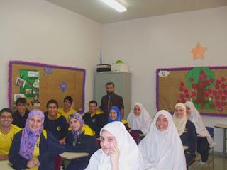 Escola em árabe significa madrassi