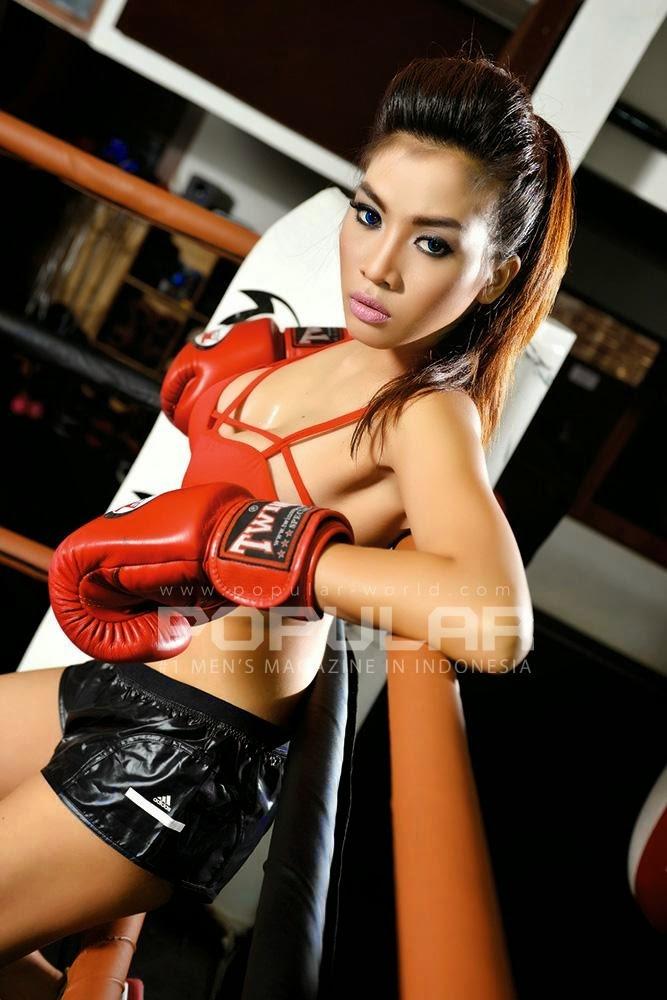 Ayunia Elfahrez Sexy Pose on Popular Magazine June 2014 Edition