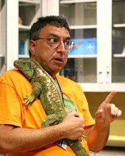 Walter_Meshaka_with_iguana