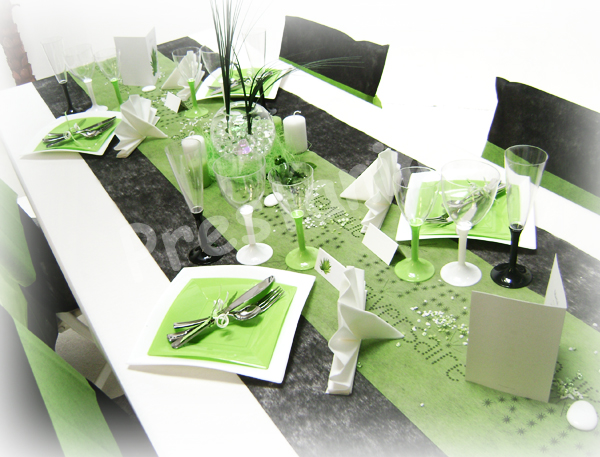 Ma d coration de mariage deco de table noir blanc anis for Deco chemin de table