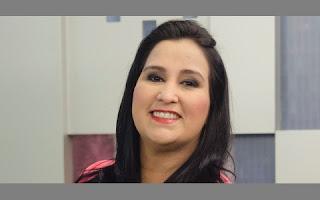 A apresentadora Fabíola Gadelha, que virou uma das estrelas da Record após se destacar na dobradinha com Marcelo Rezende no Cidade Alerta, não esconde que é bem resolvida com as dimensões de seu corpo e tem ótima autoestima. De jornalista, agora ela também pode ser chamada de modelo plus size.