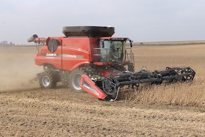 Combining Soybeans - #Harvest15 Recap