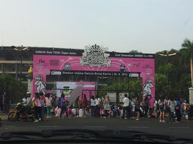 menuju SM TOWN Jakarta 2012