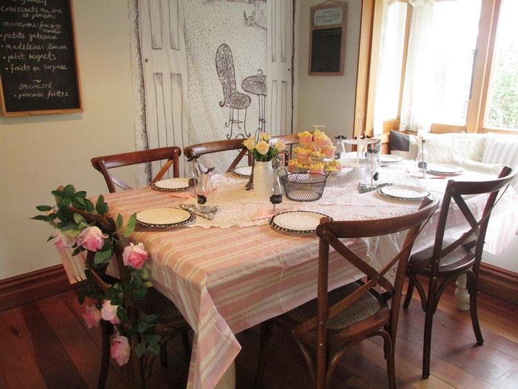 La cafe de paris Party table