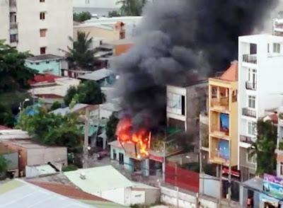 Cứu thoát cụ ông 80 tuổi khỏi đám cháy lớn