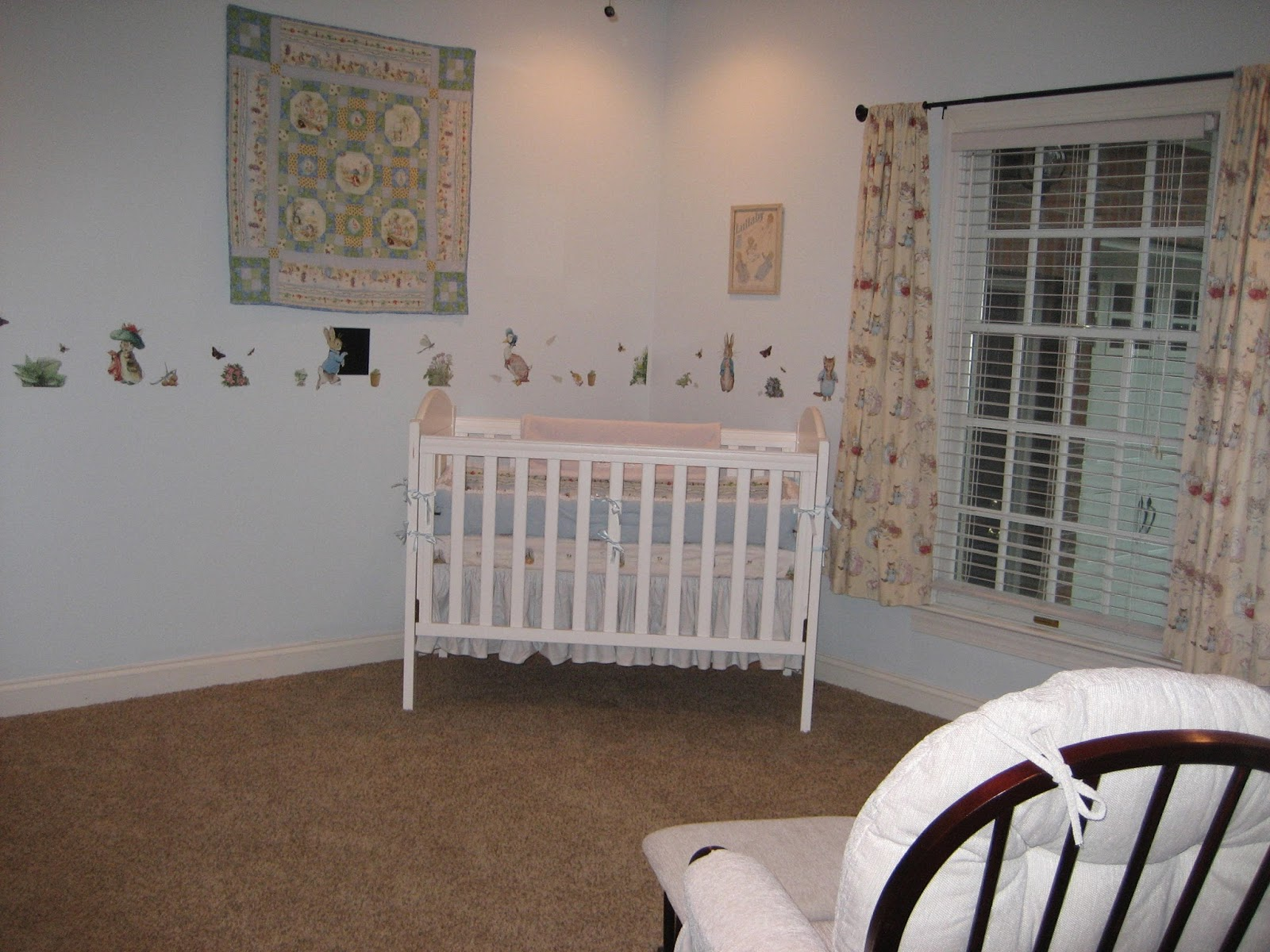 at home in frogs hollow baby 39 s peter rabbit nursery. Black Bedroom Furniture Sets. Home Design Ideas