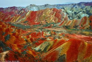Gunung+Danxia+2 Gunung Danxia, Gunung Kaya Warna Yang Mirip Dengan Pelangi