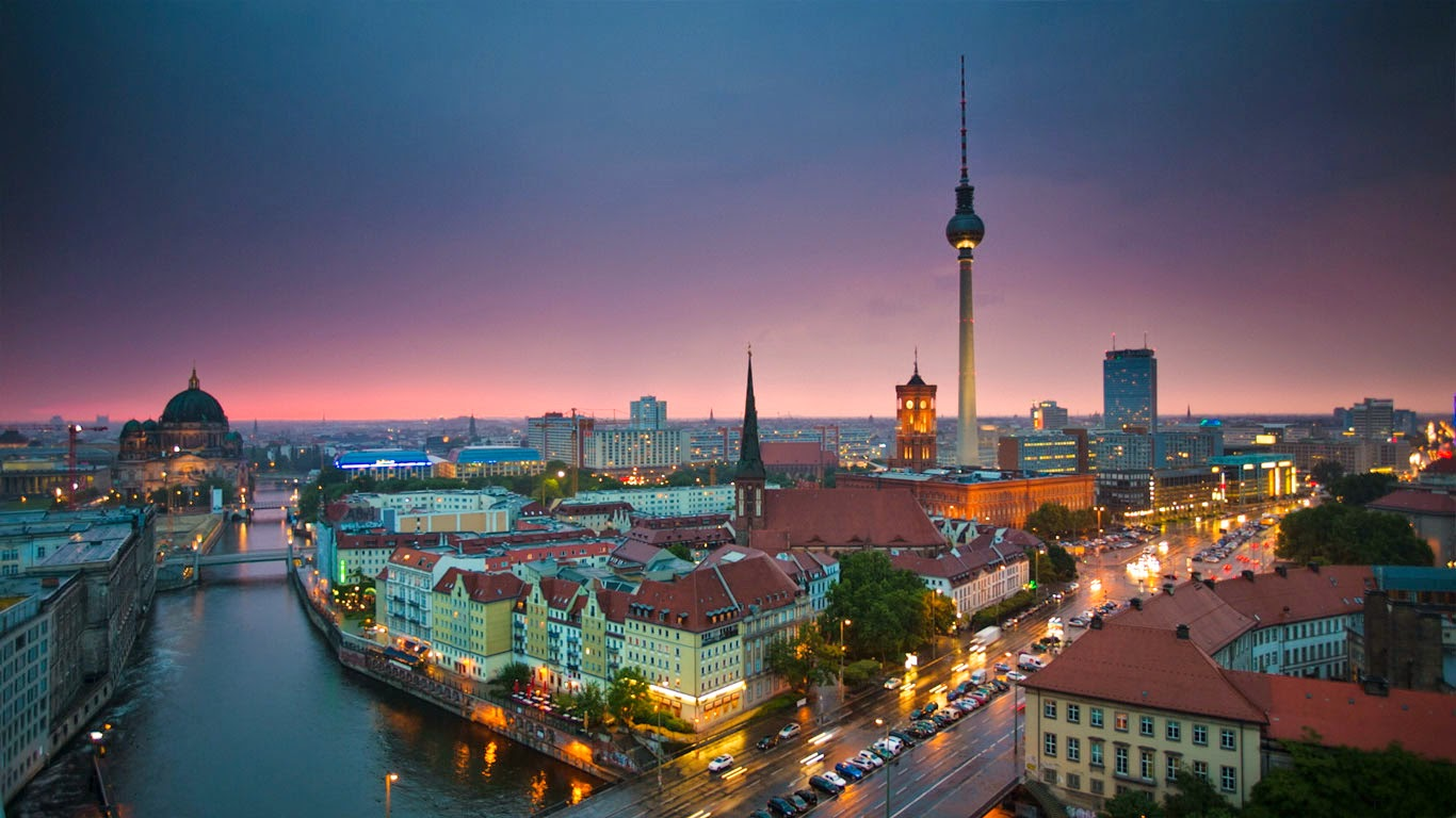 Time lapse of Berlin skyline at night (© Schroptschop/Getty Images) 242