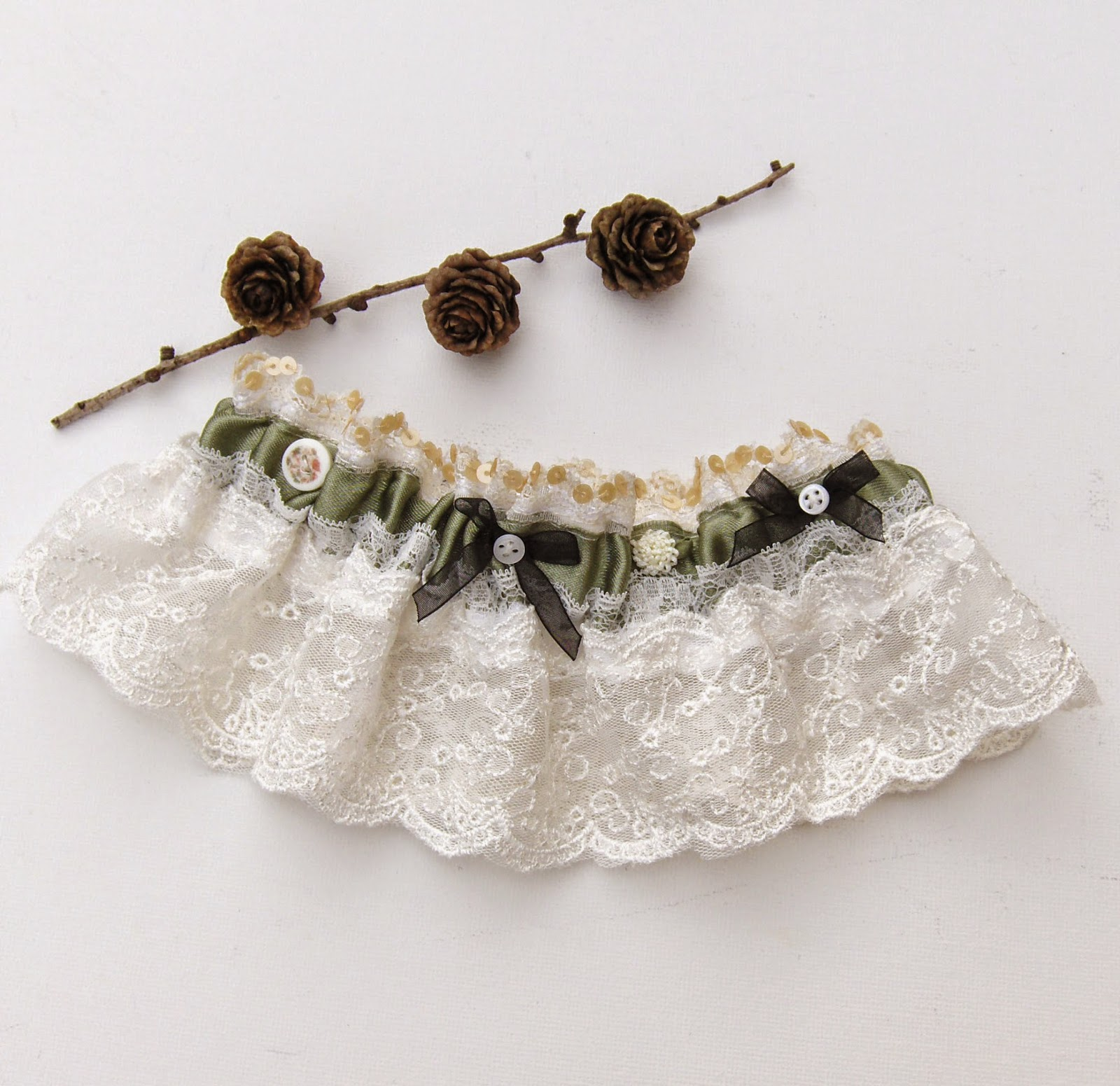 https://www.etsy.com/uk/listing/203990783/woodland-wedding-bridal-garter-moss?ref=shop_home_active_6
