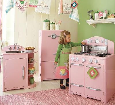 latest este juguetes para nias para su cuarto de juegos consiste en una cocina coleccin retro de color rosa muestra fregadero nevera y horno y tiene un