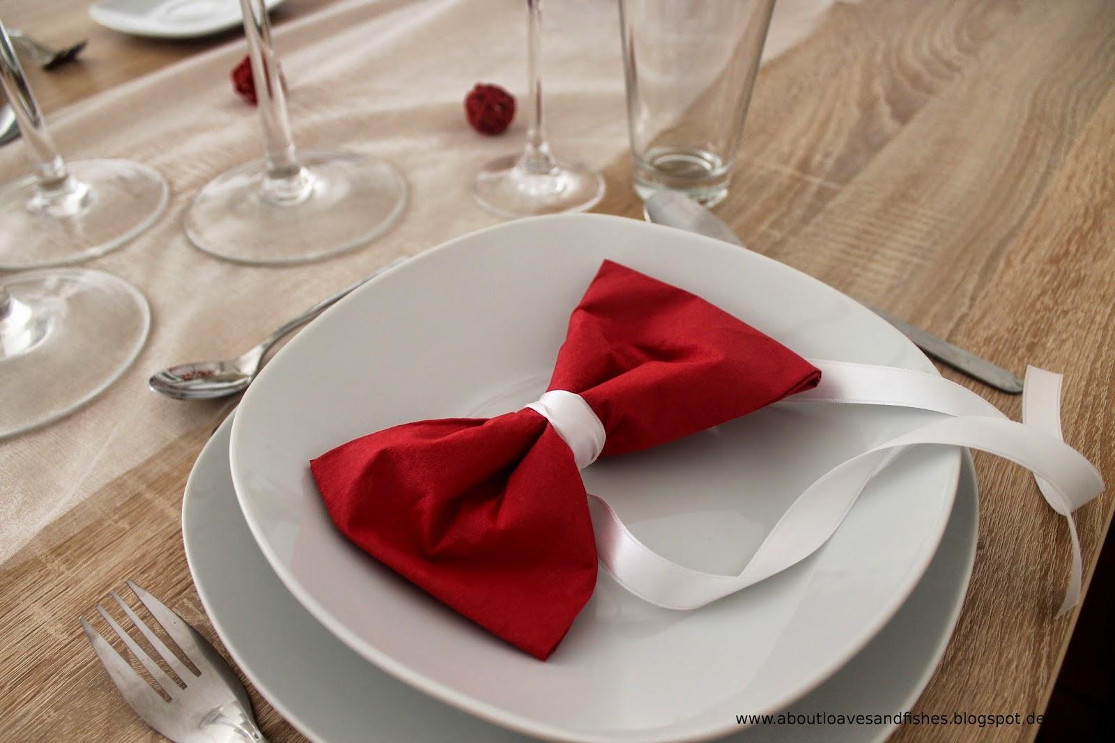 Tisch eindecken und dekorieren