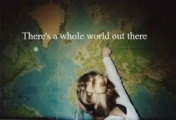 Busco y rebusco, blandito está el mundo, y me tiro de cabeza pa' ver si me hundo o no me hundo.