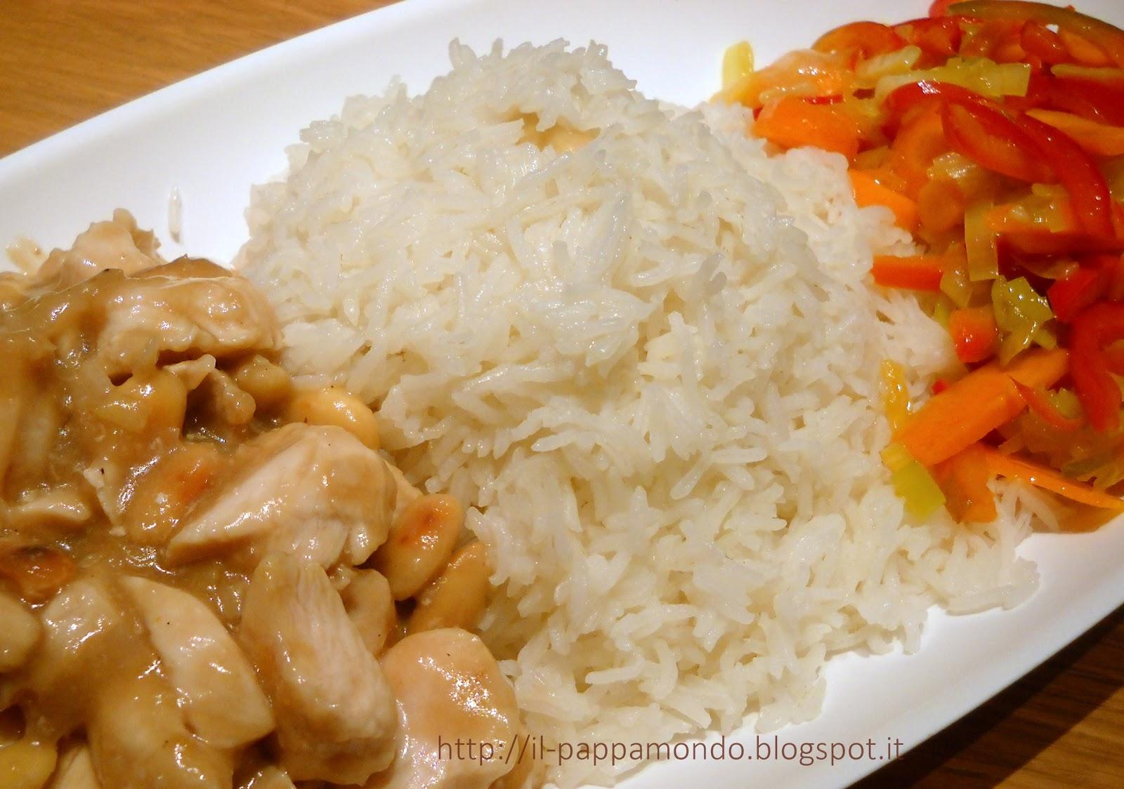 pollo alle mandorle con riso e verdure saltate