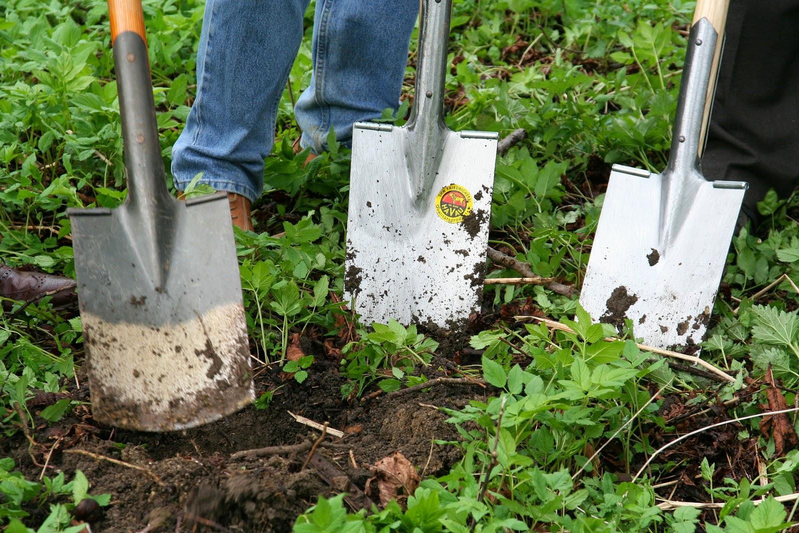 Τρόπος για να προσαρμόζονται τέλεια τα εργαλεία του κήπου σας επάνω στο ξύλο τους.