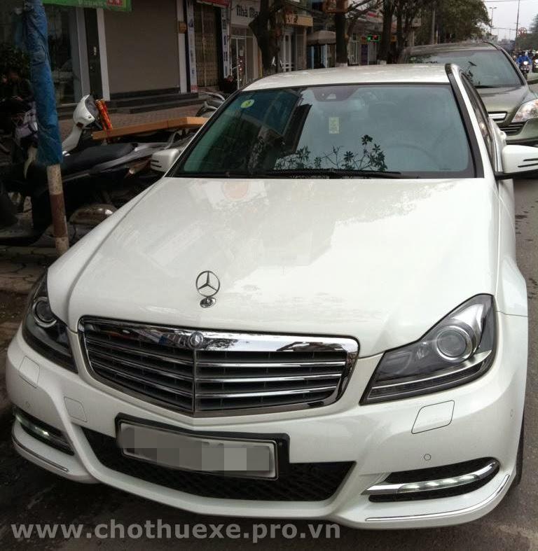 Thuê xe cưới Mercedes C250 màu trắng 2