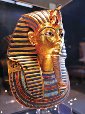 Η Νεφερτίτη «διεκδικεί» τη μάσκα του Τουταγχαμών
