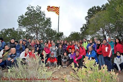 Foto de tot el grup a dalt del Pujol de la Guàrdia. Autor: Colla Excursionista de Vilanova del Camí