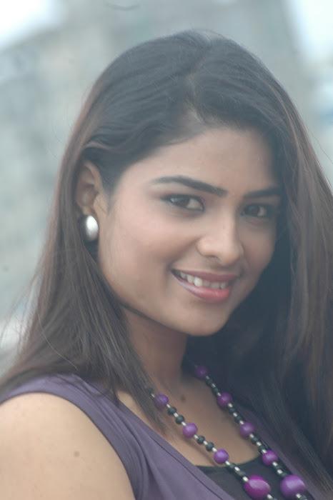 maheshwari the sunkalainger tv anchor real unseen latest photos