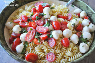 EASY Pasta Salad with Bocconcini, Tomatoes, Basil