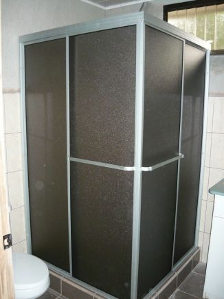 Vidrios coto brus cat logo vidrio y aluminio for Disenos de puertas de aluminio para bano