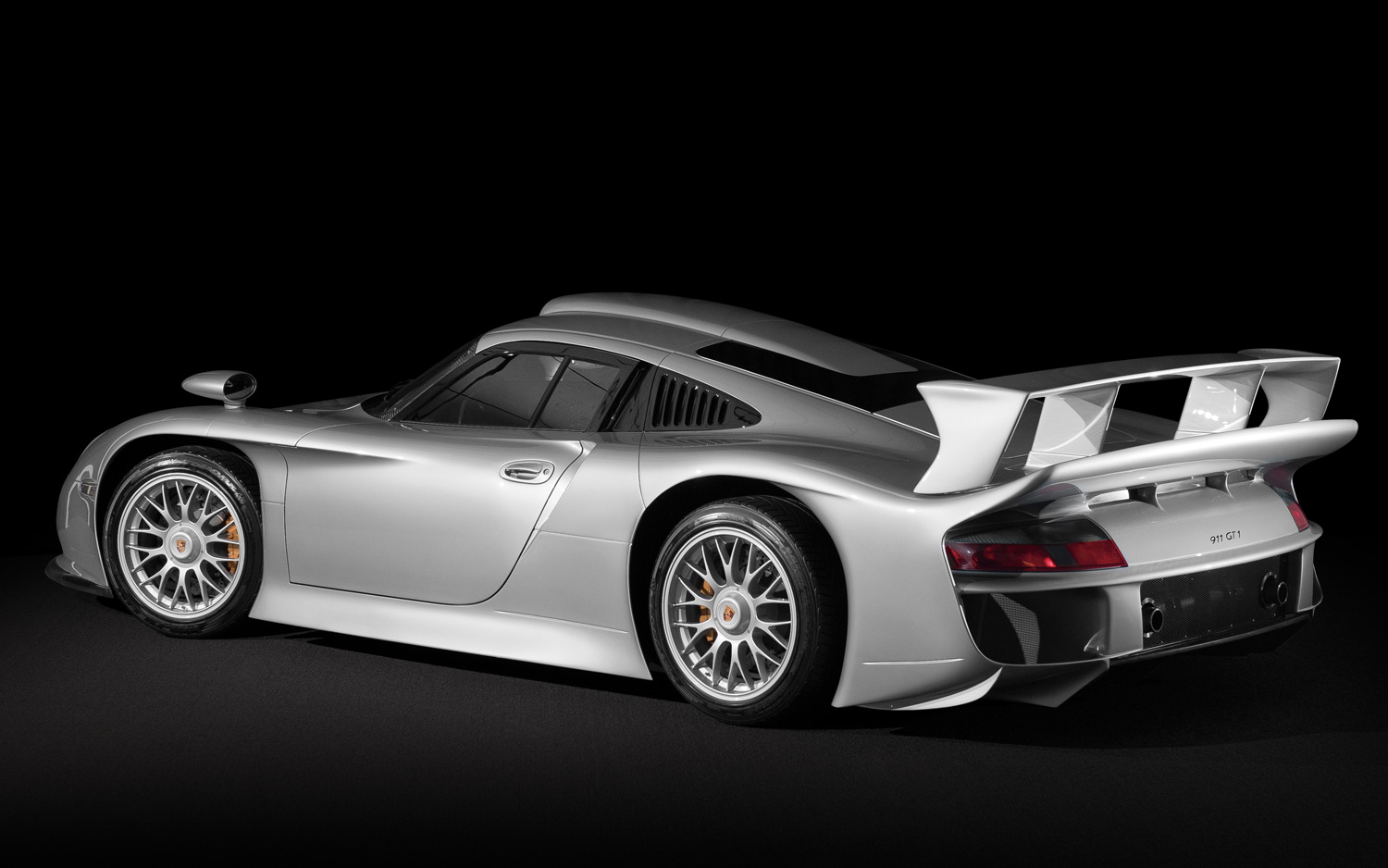 porsche 911 gt1 the standard by which all porsche are measured ticktickvroom car blog and. Black Bedroom Furniture Sets. Home Design Ideas