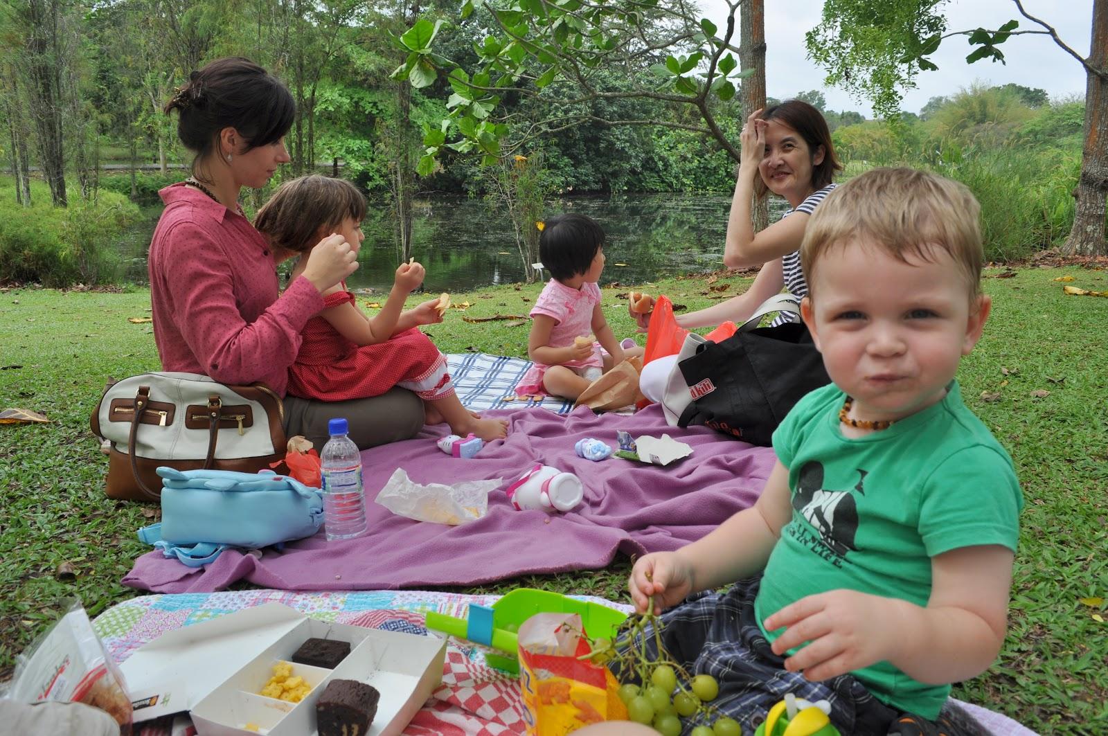Picknick im eigenen garten : Familie ising roy picknick im botanischen garten