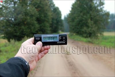 Измерение радиации в Налибокской пуще у реки Каменка