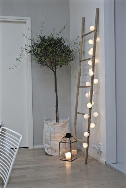 oliivipuu, pallovalot, tikkaat, moderni, minimalistinen, valkoinen sisustus, house doctor