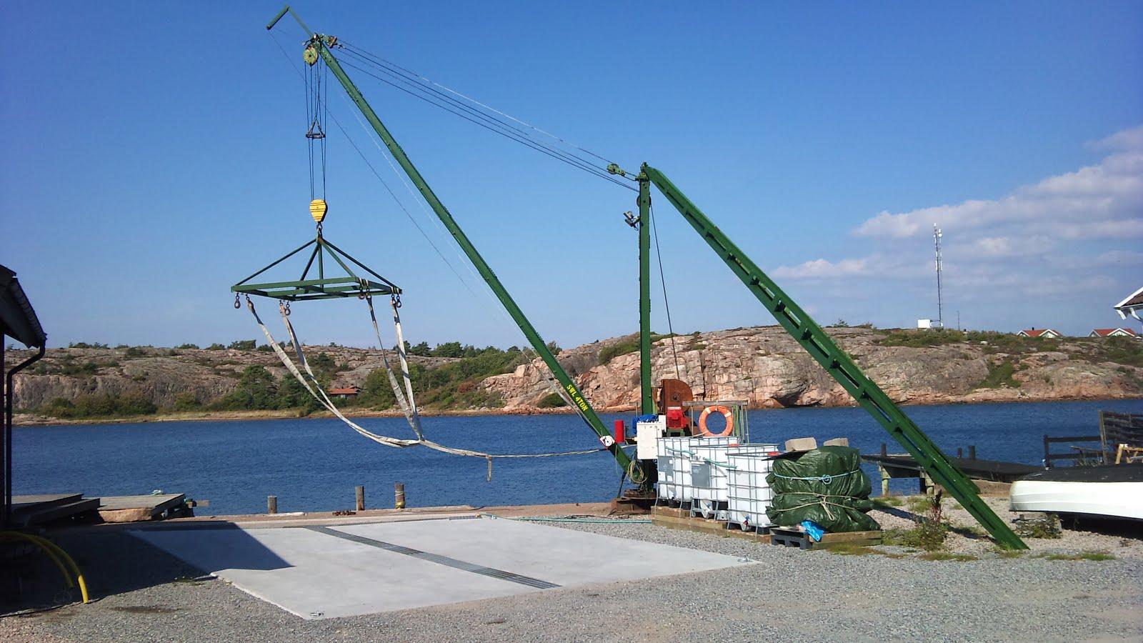 Båtkranen SWL 4 ton med spolplattan och reningsanläggningen