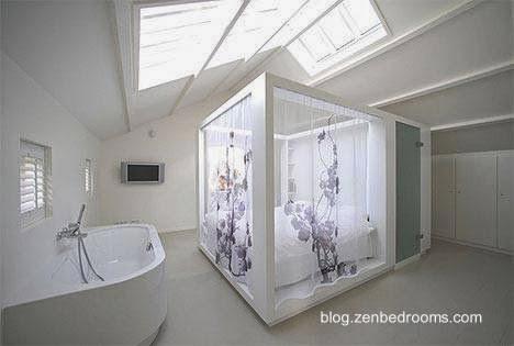En un ático el baño integra un cuarto dormitorio transparente