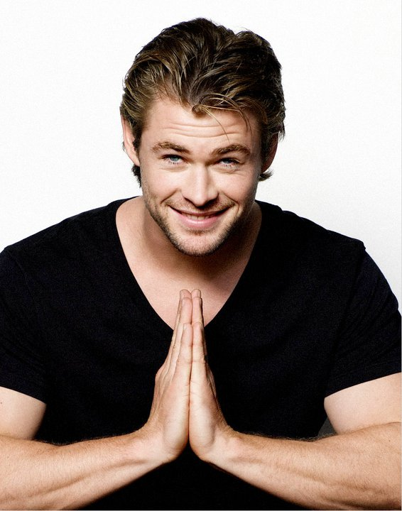 Chris Hemsworth Hollywood Actors Wallpapers Download FREE