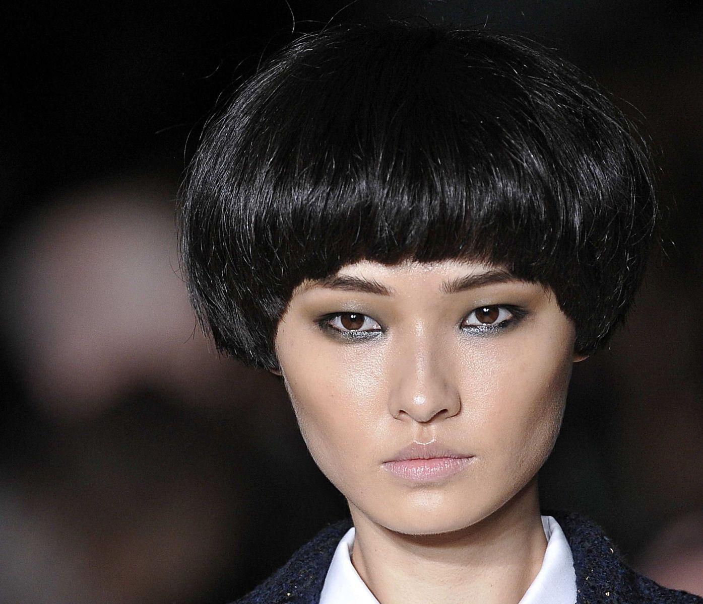 Примеры стрижек на тонкие волосы для треугольного лица с высоким лбом