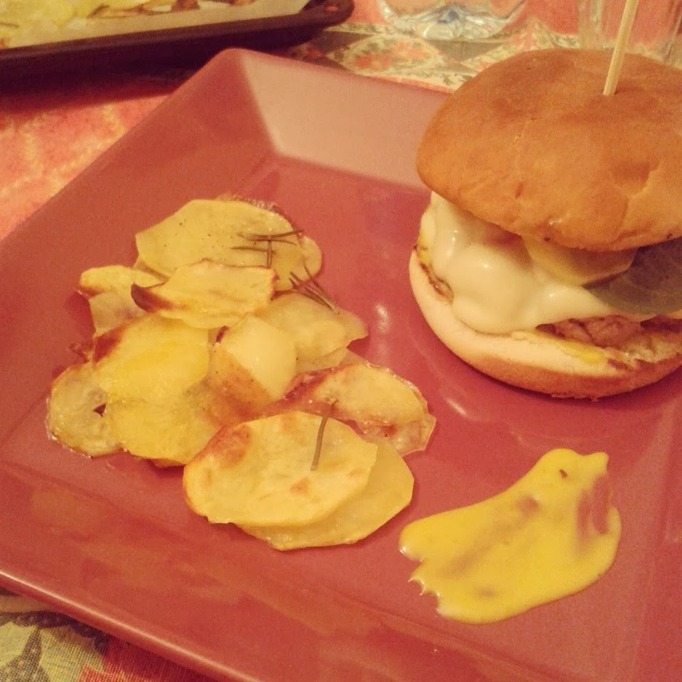 cheeseburger homemade con sfoglie di patate.