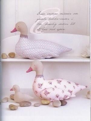 patinho de tecido em patchwork com PAP (DIY) e molde