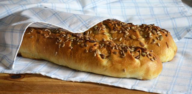 Keltavahveroleipä Leivinlaudalla blogista