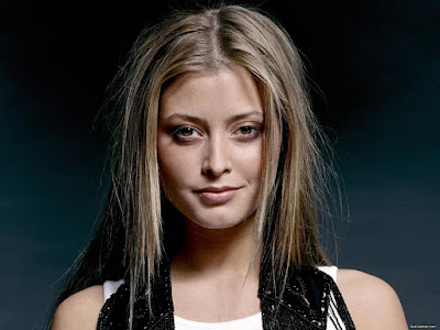 Holly Valance Lovely Wallpaper