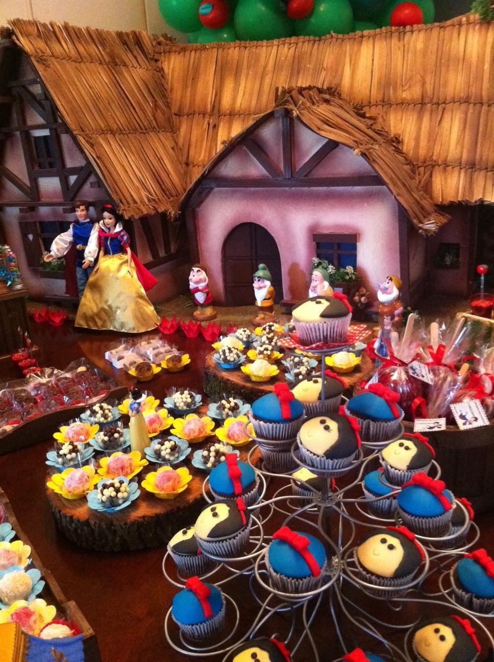 decoracao para festa infantil branca de neve: Festa a domicilio, Decoração: Festa da Branca de Neve para a Carol