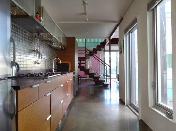 Dise o de casa hecha de contenedores reciclados de dos pisos construye hogar - Diseno de contenedores ...