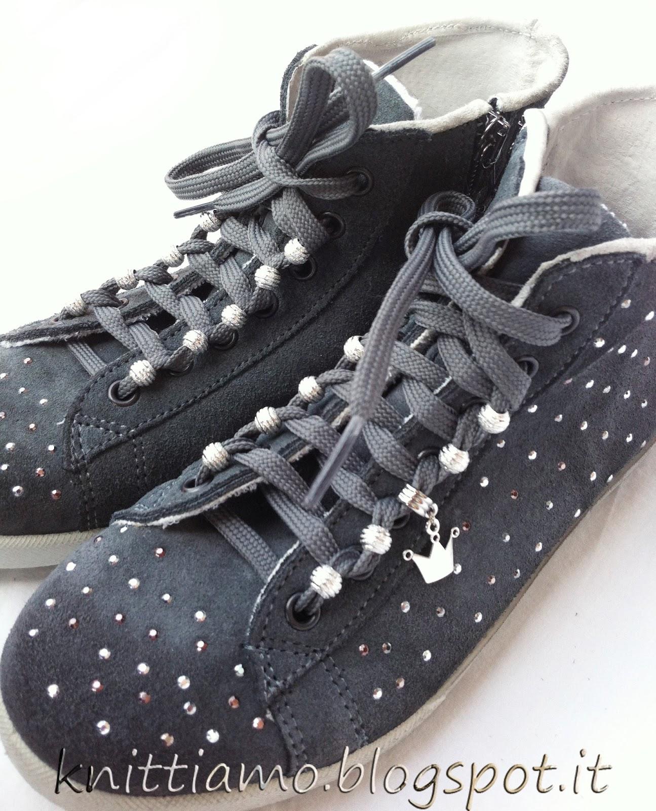 Istruzioni per allacciare le scarpe