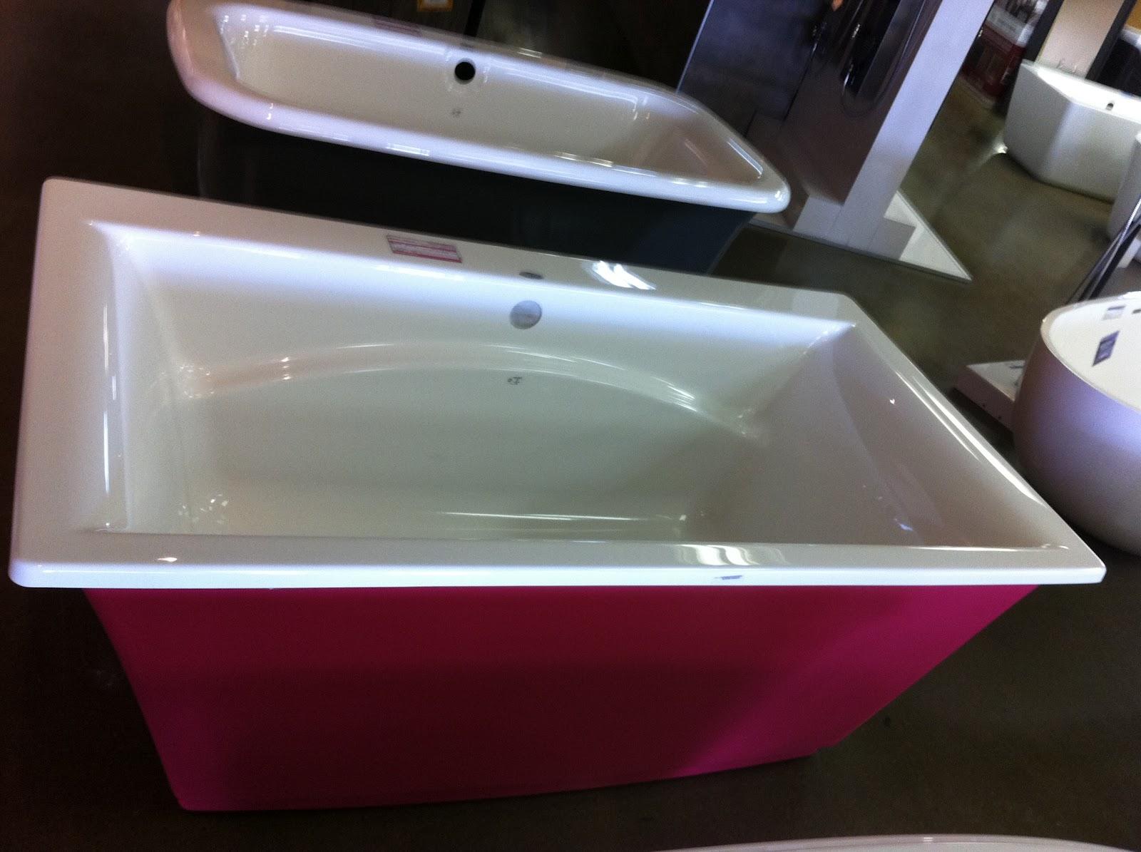 To Da Loos Are Coloured Bathtubs Making A Comeback - Colored-bathtubs