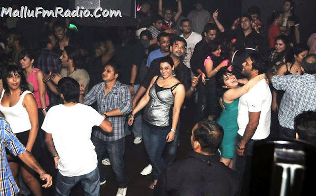 Hot roma in nightclub !!!!