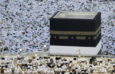 Lelaki Amerika Peluk Islam Setelah Melihat Keajaiban Barisan Saf Dalam Solat