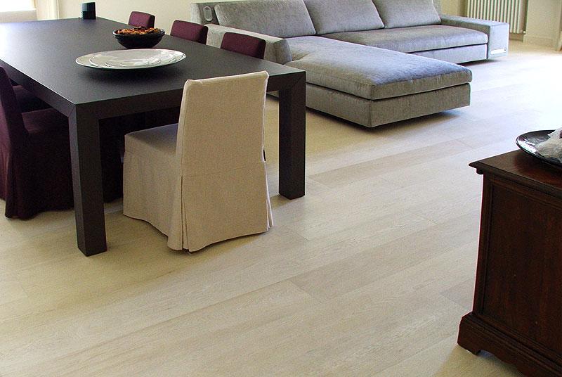 Arredamento moderno pavimenti moderni - Mobili rovere sbiancato ...