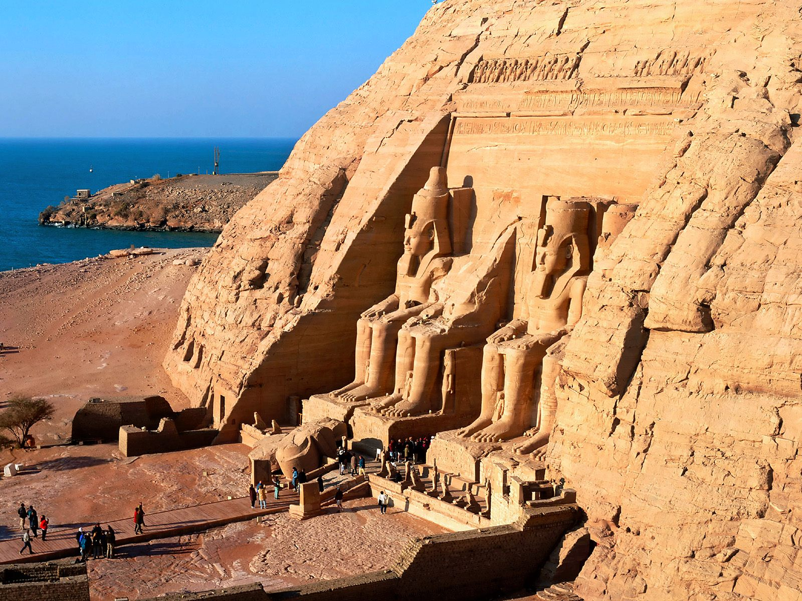 egypt tourism Egypt's economy is heavily dependent on tourism after the uprising against the  then president mubarak in 2011, the subsequent political.